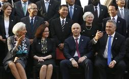 """Участники саммита министров финансов и глав ЦБ на саммите G20 в Сиднее 22 февраля 2014 года. В предложении """"Большой двадцатки"""" повысить экономическую активность на 2 процента за следующие пять лет так много дыр, что неудивительно, что это первый официальный ориентир, с которым все члены группы с радостью согласились. REUTERS/Jason Reed"""