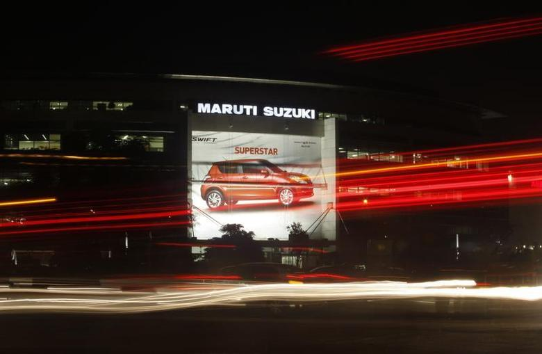 Traffic moves along a busy road in front of the Maruti Suzuki corporate office building in New Delhi July 24, 2013. REUTERS/Anindito Mukherjee/Files