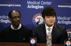 Dec 27, 2013; Arlington, TX, USA; Texas Rangers manager Ron Washington (left) and outfielder Shin-Soo Choo (right) talk to the media during a press conference at Texas Rangers Ballpark. Mandatory Credit: Tim Heitman-USA TODAY Sports - RTX16V87