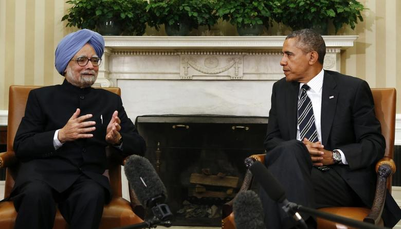 Indian Prime Minister Manmohan Singh (L) speaks as U.S. President Barack Obama looks on, during their meeting in the Oval Office of the White House in Washington September 27, 2013. REUTERS/Kevin Lamarque