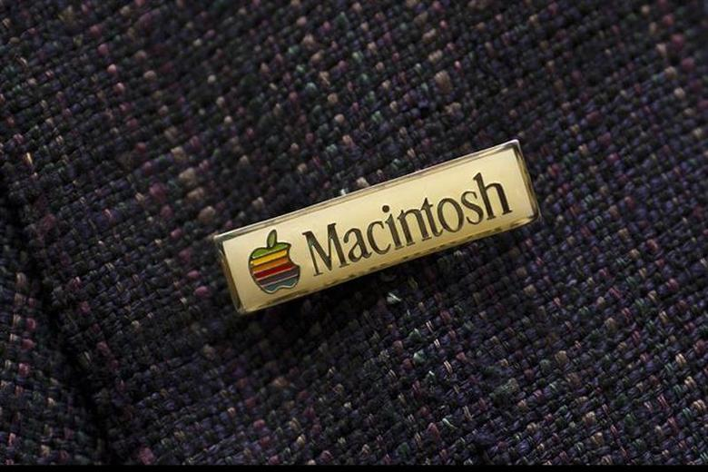 Daniel Kottke, a member of the original Apple Macintosh design team and the first Apple employee, wears a Macintosh pin before participating in an event celebrating the 30th anniversary of the Macintosh in Cupertino, California January 25, 2014. REUTERS/Stephen Lam/Files
