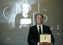 """Best Actor award winner Mads Mikkelsen for the film """"Jagten"""" (The Hunt) poses during a photocall after the awards ceremony of the 65th Cannes Film Festival, May 27, 2012. REUTERS/Jean-Paul Pelissier"""