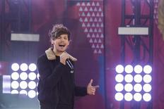 Singer Louis Tomlinson of the band One Direction performs on ABC's Good Morning America inside Central Park in New York, November 26, 2013. REUTERS/Lucas Jackson