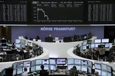 Помещение Франкфуртской фондовой биржи 27 февраля 2014 года. Европейские фондовые рынки снижаются из-за политического кризиса на Украине. REUTERS/Remote/Stringer