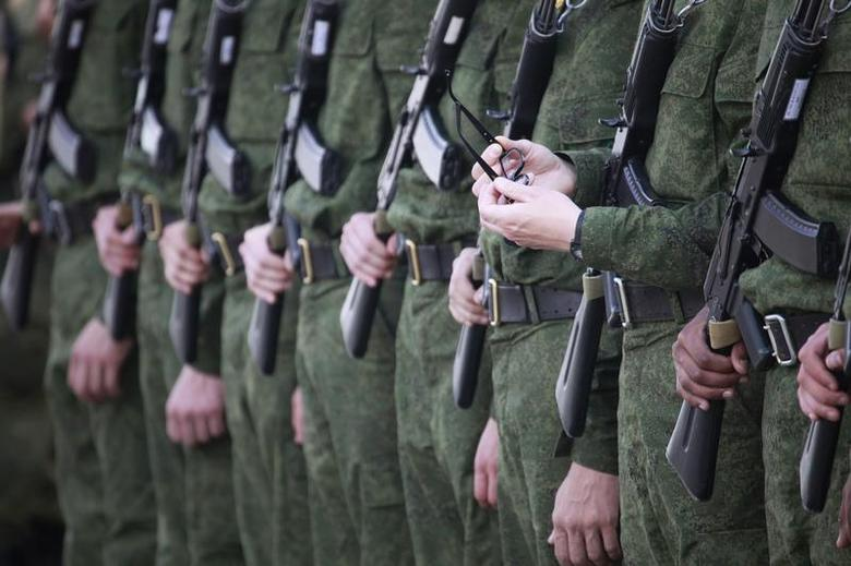 Russian soldiers line up as they practise their routines for the forthcoming victory day parade during a rehearsal in Stavropol, April 27, 2012. REUTERS/Eduard Korniyenko
