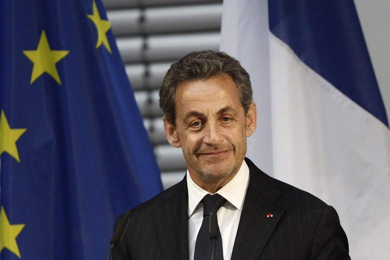 In slight to Hollande, Berlin fetes Sarkozy