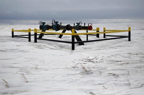 Exclusive: North Dakota January oil output flat as winter chills drilling - data