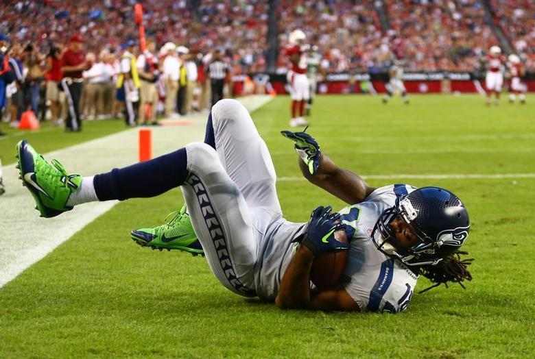 Oct 17, 2013; Phoenix, AZ, USA; Seattle Seahawks wide receiver Sidney Rice (18) catches a touchdown pass in the first quarter against the Arizona Cardinals at University of Phoenix Stadium. Mandatory Credit: Mark J. Rebilas-USA TODAY Sports - RTX14FC4
