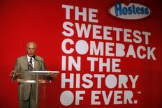 "CEO of Hostess Brands Dean Metropoulos speaks at a ceremony marking the return of ""Twinkies"" at a plant in Schiller Park, Illinois, July 15, 2013. REUTERS/Jim Young"