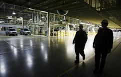 Workers walk through a newly opened Toyota automobile assembly plant in Woodstock, about 130 km (81 miles) southwest of Toronto, Ontario, December 4, 2008. REUTERS/Mark Blinch