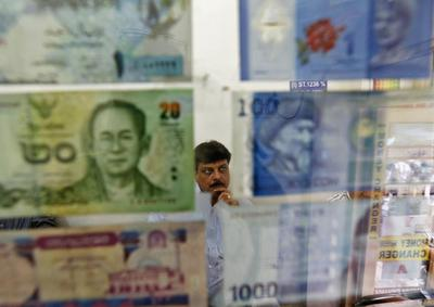 Yen takes lead as investors dodge risk; Aussie pressured