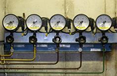 Датчики давления на станции Rembelszczyznia компании PGNiG близ Варшавы 3 января 2006 года. Крупные импортеры российского природного газа польская госмонополия PGNiG и итальянская Eni рассчитывают на улучшение условий контрактов с Газпромом, сообщили в среду главы иностранных компаний. REUTERS/Katarina Stoltz