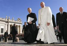 Pope Francis walks as he arrives to lead the general audience in Saint Peter's Square at the Vatican March 5, 2014. REUTERS/Alessandro Bianchi