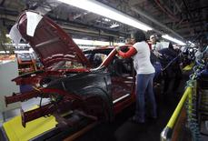 Workers assemble a pre-production 2013 Dodge Dart during a tour of the Chrysler Belvidere Assembly plant in Belvidere, Illinois February 2, 2012. REUTERS/Frank Polich