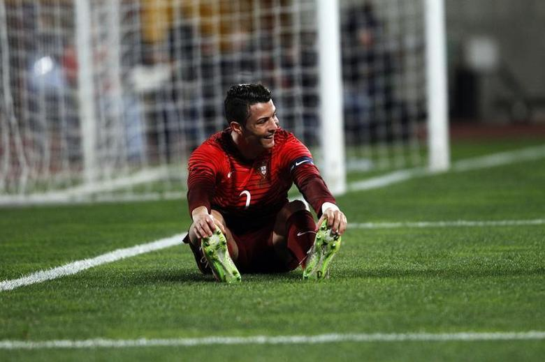 Portugal's Cristiano Ronaldo reacts during their international friendly soccer match against Cameroon held at Leiria stadium March 5, 2014. REUTERS/Hugo Correia