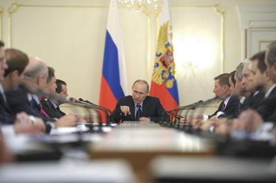 With Crimean appeal, Putin goes head-to-head with West over Ukraine