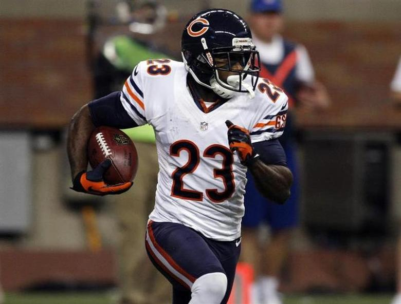 Chicago Bears wide receiver Devin Hester carries the ball against the Detroit Lions during the first half of their NFL football game in Detroit, Michigan December 30, 2012. REUTERS/Rebecca Cook