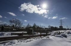 """The """"Line 9"""" Enbridge oil pipeline is worked on in East Don Parkland in Toronto, March 6, 2014. REUTERS/Mark Blinch"""