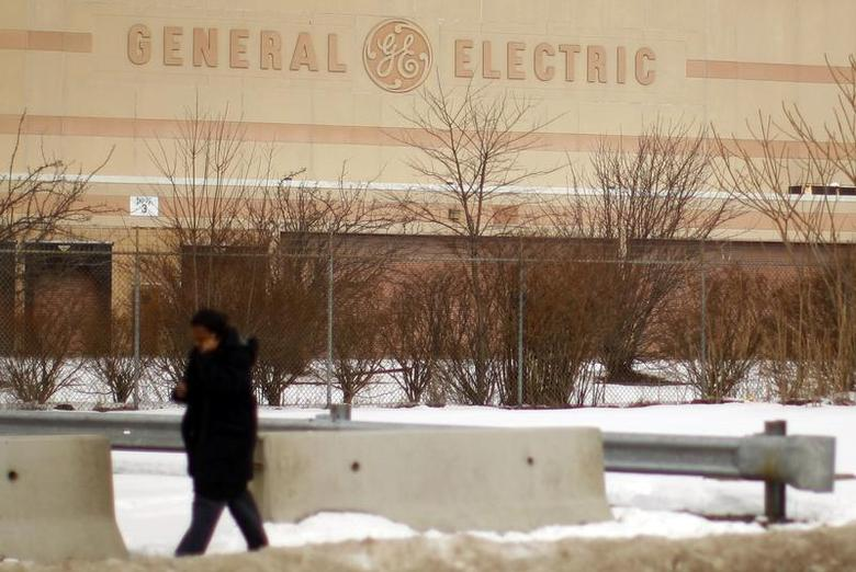 General Electric Co. acknowledged on Thursday that a cut in its top-tier credit rating was possible, but its chief financial officer said there was no ''time bomb'' hidden in its hefty finance arm. REUTERS/Brian Snyder