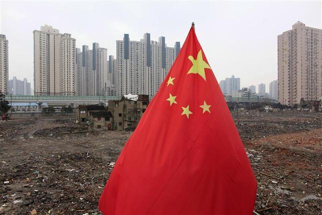 3月7日、中国財政省は、アジア諸国のインフラ建設を支援する「アジアインフラ投資銀行(AIIB)」の設立準備に着手したと発表した。上海で2010年3月撮影(2014年 ロイター/Aly Song)
