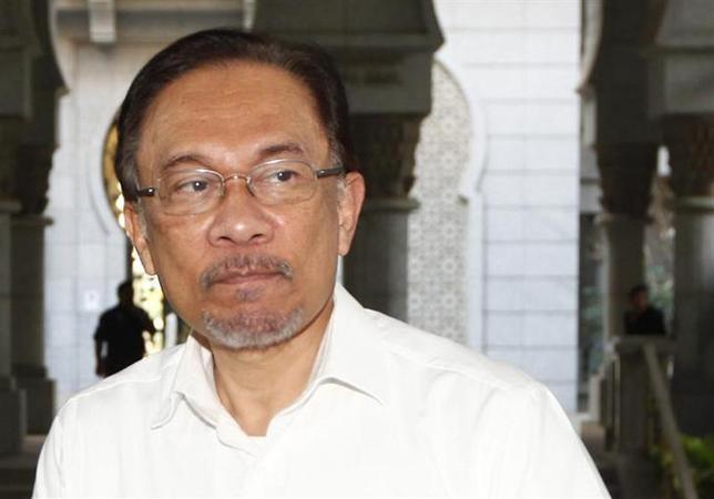 3月7日、マレーシアの裁判所は、同性愛の罪でアンワル元副首相に禁固5年の判決を言い渡した。プトラジャヤで撮影(2014年 ロイター/Samsul Said)