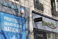Bouygues a détaillé jeudi sa contre-offensive pour éviter que Numericable ne mette la main sur SFR, une offre qui apparaît plus délicate que celle du câblo-opérateur sur le plan de la concurrence mais qui promet un montant élevé de synergies. Bouygues propose à Vivendi 10,5 milliards d'euros en numéraire et une participation de 46% de l'ensemble constitué de Bouygues Telecom et SFR, qui serait ensuite mis en Bourse. /Photo prise le 7 mars 2014/REUTERS/Charles Platiau
