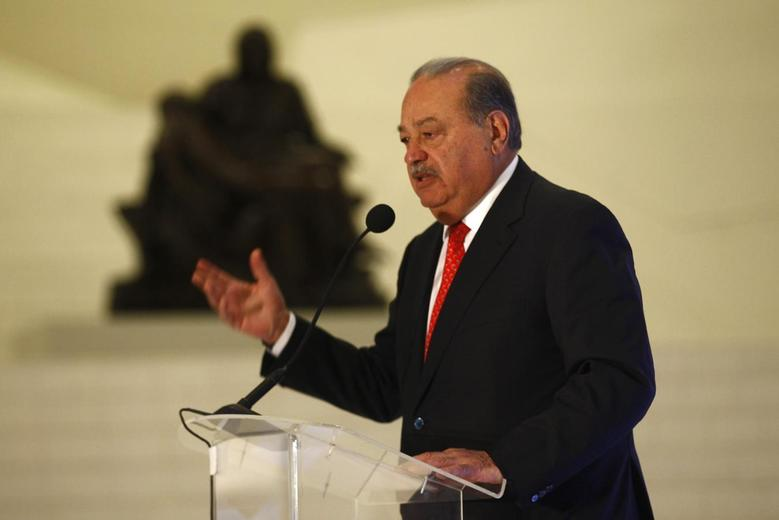 Mexican billionaire Carlos Slim speaks during the presentation of a digital platform, which was created in partnership with the Carlos Slim Foundation and online course platform Coursera, inside Soumaya museum in Mexico City January 29, 2014 file photo. REUTERS/Edgard Garrido
