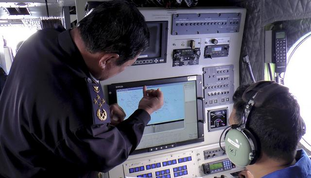 Admiral Datuk Mohd Amdan Kurish, Director General of the Malaysian Maritime Enforcement Agency, looks at a radar screen while searching for a missing Malaysia Airlines plane in the South China Sea, about 100 nautical miles (185 km) from Tok Bali Beach in Malaysia's Kelantan state, March 9, 2014. REUTERS/Malaysian Maritime Enforcement Agency/Handout via Reuters