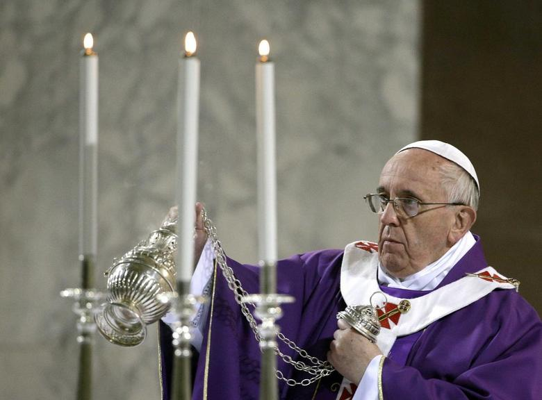 Pope Francis blesses the altar during Ash Wednesday at Santa Sabina Basilica in Rome March 5, 2014. REUTERS/Max Rossi