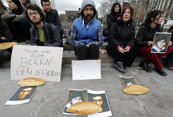 People attend a sit-in demonstration after the death of Berkin Elvan as his portraits lay on the ground beside breads in Ankara March 11, 2014. REUTERS-Umit Bektas