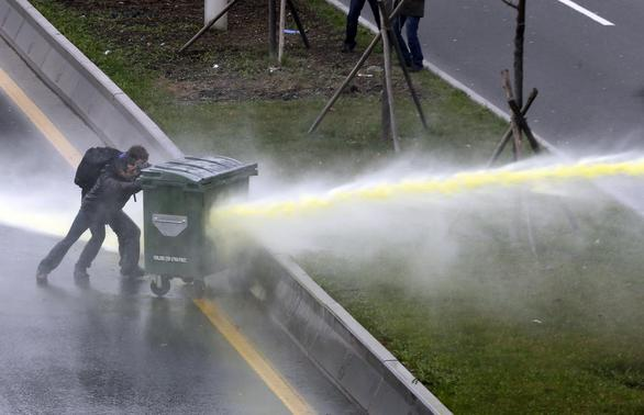 Riot police use water cannon to disperse anti-government protesters near the Middle East Technical University (ODTU) in Ankara March 11, 2014. REUTERS-Umit Bektas