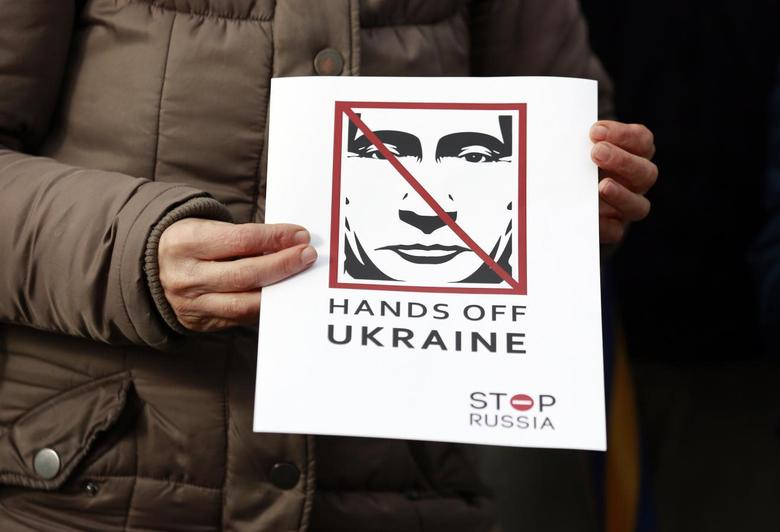 People take part in a demonstration showing support for Ukraine outside the Convention Centre where the European People's Party (EPP) Elections Congress is taking place in Dublin March 6, 2014. REUTERS/Cathal McNaughton