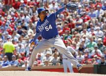 Kansas City Royals pitcher Ervin Santana throws against the Texas Rangers in the second inning of their MLB American League baseball game in Arlington, Texas, June 2, 2013. REUTERS/Tim Sharp