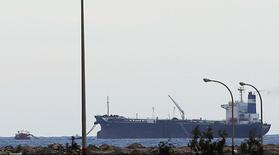 Um petroleiro com a bandeira norte-coreana no terminal de exportação do porto de Es Sider. A Coreia do Norte negou nesta quinta-feira ter qualquer responsabilidade sobre o navio que foi carregado com petróleo em um porto controlado por rebeldes líbios e depois fugiu, e alegou que a embarcação de bandeira norte-coreana tem ligação com uma empresa egípcia. 08/03/2014 REUTERS/Esam Omran Al-Fetori