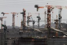 Idle cranes are seen at the construction site of the Panama Canal Expansion project on the outskirts of Colon City February 12, 2014 file photo. REUTERS/Carlos Jasso