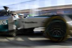 O piloto de Fórmula Um da Mercedes, Lewis Hamilton, do Reino Unido, dirige em treino do GP da Austrália em Melbourne. 14/03/2014