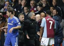 Chelsea manager Jose Mourinho (C) reacts during their English Premier League soccer match against Aston Villa at Villa Park in Birmingham, central England March 15, 2014. REUTERS/Phil Noble
