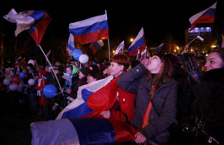Crimeans vote over 90 percent to quit Ukraine for...