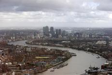 Prédios no distrito comercial de Canary Wharf em Londres. Os maiores bancos do mundo ainda não podem ser desmontados com segurança, mais de cinco anos após o colapso do Lehman Brothers, disse o vice-presidente para estabilidade financeira do Banco da Inglaterra (BoE, na sigla em inglês) nesta segunda-feira. 28/01/2014 REUTERS/Suzanne Plunkett