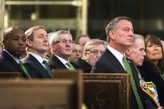 Northern Ireland First Minister Peter Robinson (2nd L) sits with New York Mayor Bill de Blasio (3rd R) during a service at Saint Patrick's Cathedral in New York March 17, 2014. REUTERS/Lucas Jackson