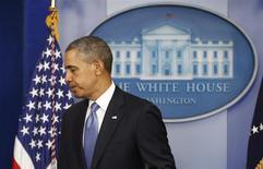 Президент США Барак Обама покидает комнату после заявления о санкциях против российских чиновников 17 марта 2014 года. REUTERS/Kevin Lamarque