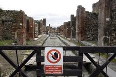 """A sign, which reads: """"No Entry"""", hangs on a perimeter fence in the ancient Roman city Pompeii, which was buried in AD 79 by an eruption of the Vesuvius volcano, February 6, 2013. REUTERS/Ciro De Luca"""