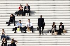 Le nombre d'offres d'emploi confiées à l'Apec (Association pour l'emploi des cadres) a augmenté de 7% en février par rapport à février 2013, à plus de 56.000. Sur les douze derniers mois à fin février, 634.316 offres ont été diffusées par l'Apec. /Photo prise le 13 mars 2014/REUTERS/Charles Platiau