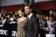 """Cast members Shailene Woodley and Theo James pose at the premiere of """"Divergent"""" in Los Angeles, California, March 18, 2014. REUTERS/Mario Anzuoni"""