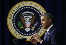 """Президент США Барак Обама выступает в рамках показа фильма """"Сесар Чавес"""" в Вашингтоне 19 марта 2014 года. Американский президент Барак Обама исключил военное вмешательство США в конфликт на Украине, акцентировав внимание на роли дипломатии в противостоянии с Россией из-за аннексии Крыма. REUTERS/Yuri Gripas"""