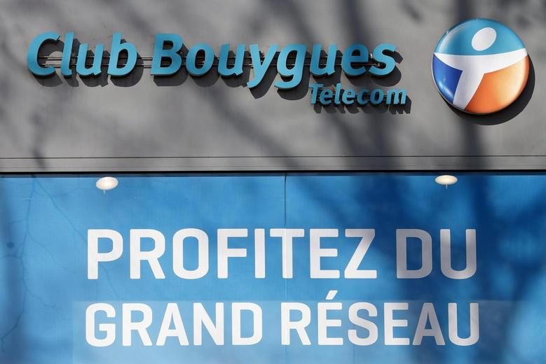 The storefront of a Bouygues phone shop is seen in Paris March 7, 2014. REUTERS/Charles Platiau