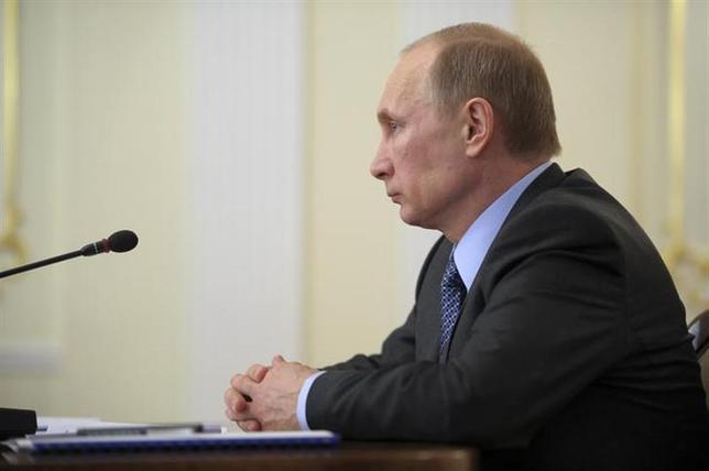3月20日、ロシアのプーチン大統領は、ロシア企業のトップに対し、国外の資産をロシア国内に引き揚げるよう勧告した。写真はモスクワ郊外で19日撮影(2014年 ロイター/Alexei Druzhinin/RIA Novosti/Kremlin)