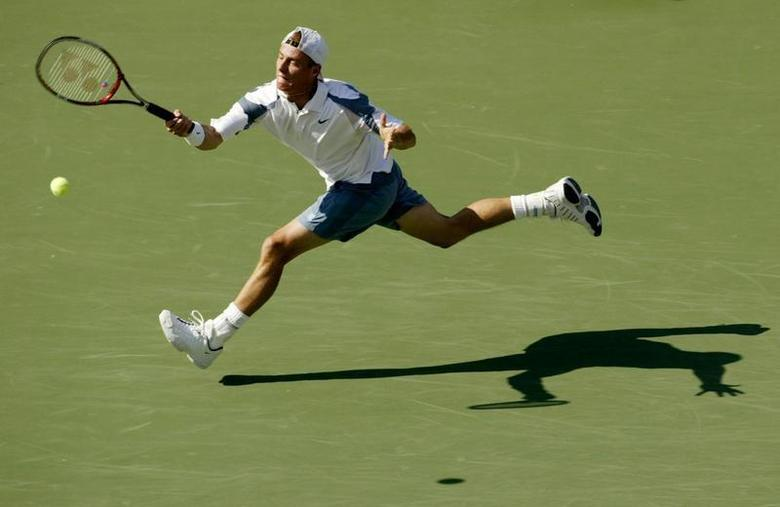 Lleyton Hewitt of Australia returns to Younes El Aynaoui of Morocco during their match at the U.S. Open in Flushing, New York, September 4, 2002. REUTERS/Kevin Lamarque