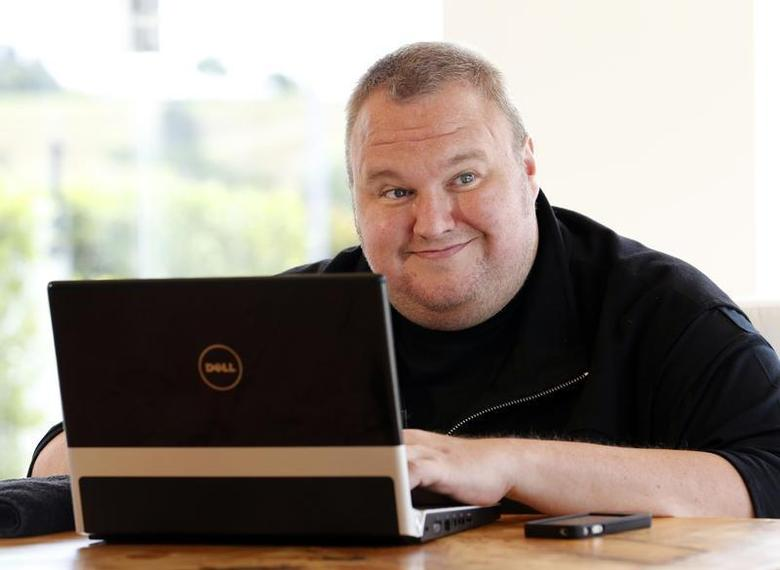 Kim Dotcom smiles during an interview with Reuters in Auckland January 19, 2013. REUTERS/Nigel Marple