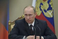 Les sanctions de Washington contre les oligarques proches de Vladimir Poutine visent presque directement le président russe lui-même, accusé par les Etats-Unis d'avoir des intérêts personnels dans l'entreprise Gunvor, numéro quatre mondial du courtage pétrolier. /Photo prise le 21 mars 2014/REUTERS/Alexei Druzhinin/RIA Novosti/Kremlin